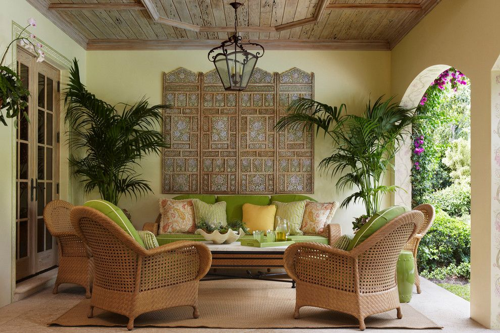 Relaxed tropical style furniture - an interior design trend this summer