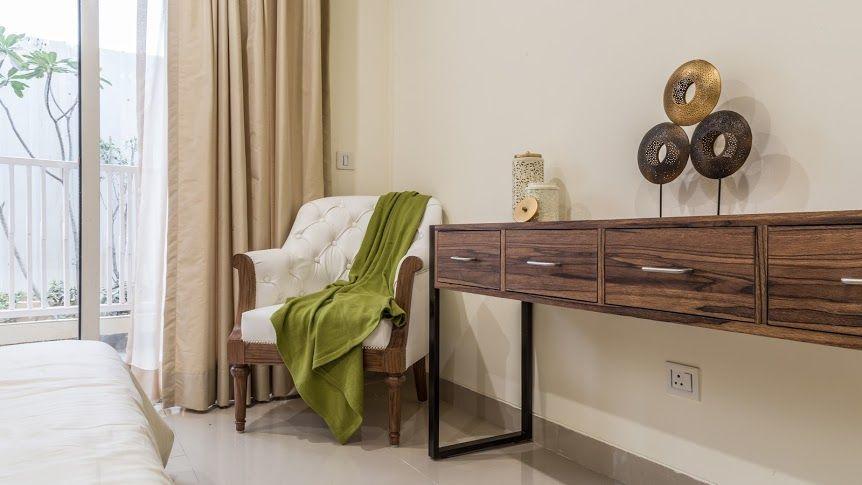 gurgaon apartment accent chair