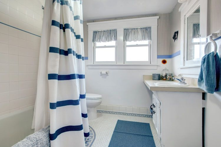 Bathroom decorating tips_shower curtains