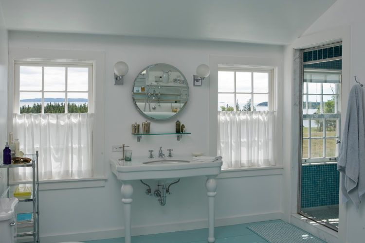 Bathroom decorating tips_add some color