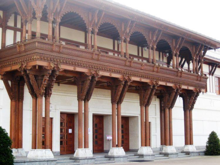 Haveli style wood