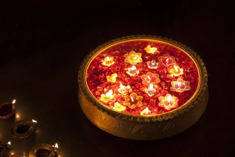 diwali-lighting-ideas-diyas-in-water