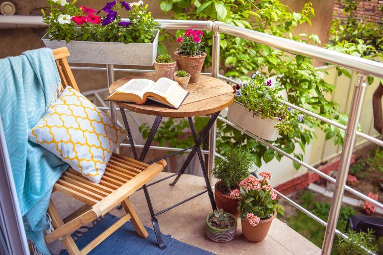balcony seating ideas-foldable furniture ideas-balcony furniture ideas