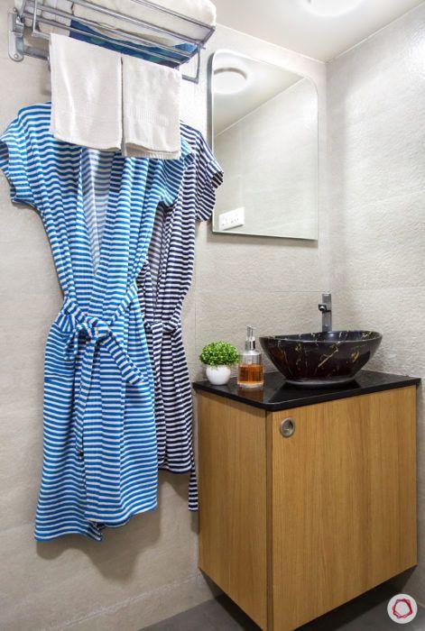 bathroom-mirror-rectangle-bath-robes