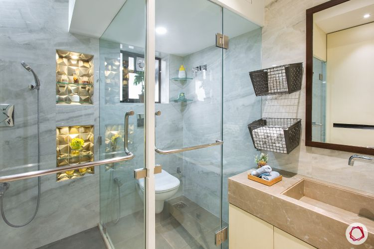 shower-cubicle-trays-towels-mirror-sink