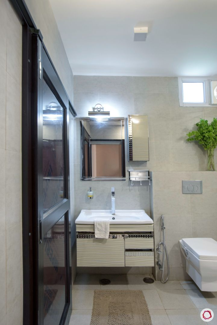 House interior-sink-mirror-lighting