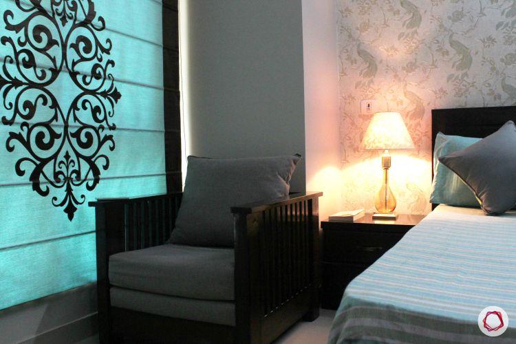 blinds-lone-motif-blue-black-bedroom-armchair-wallpaper-black-headbaord