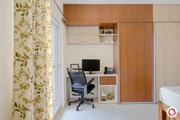 interior study in a niche in the wardrobe area