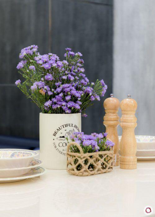 monochrome-mystique-flower-vase