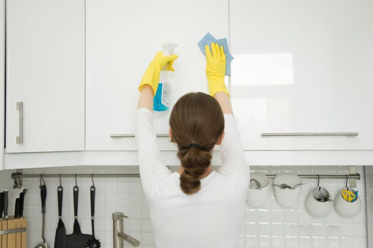 Remove turmeric stains_liquid detergent