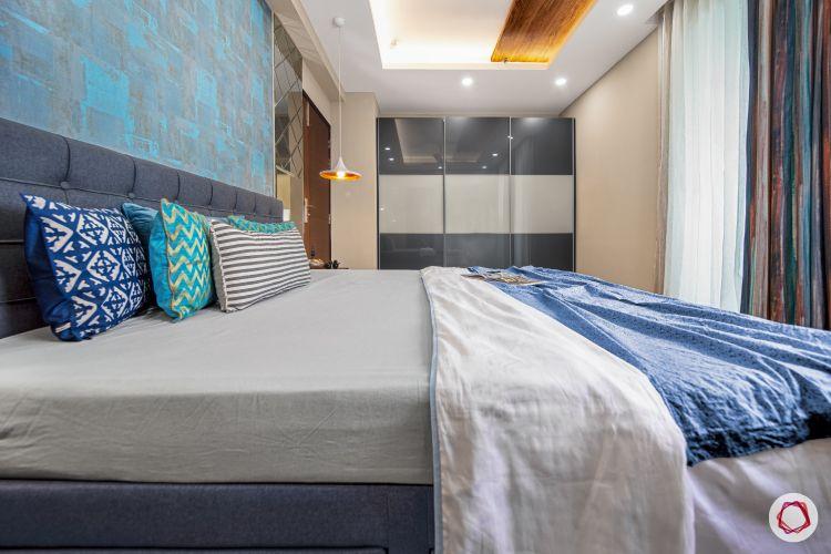 master-bedroom-blue-wall-mirror-panel-light-wardrobe