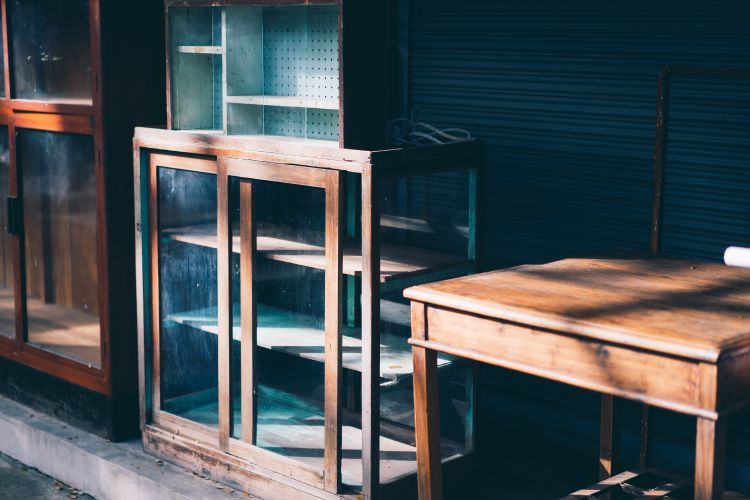 Termites-in-wooden-furniture_keep-in-sunlight
