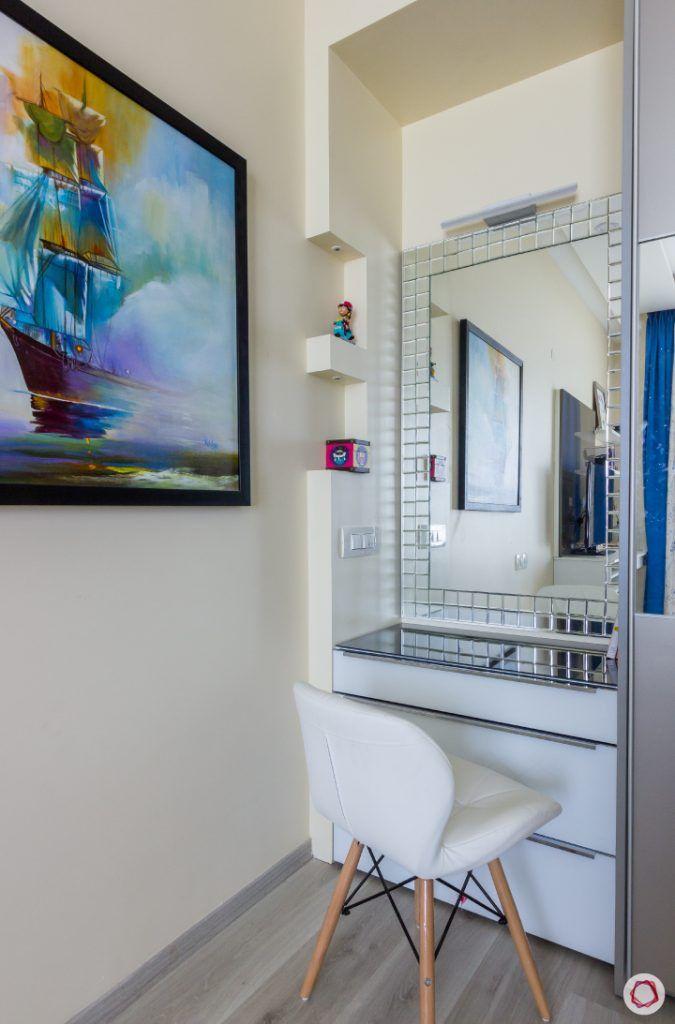 house photos-master bedroom-vanity corner-mirror