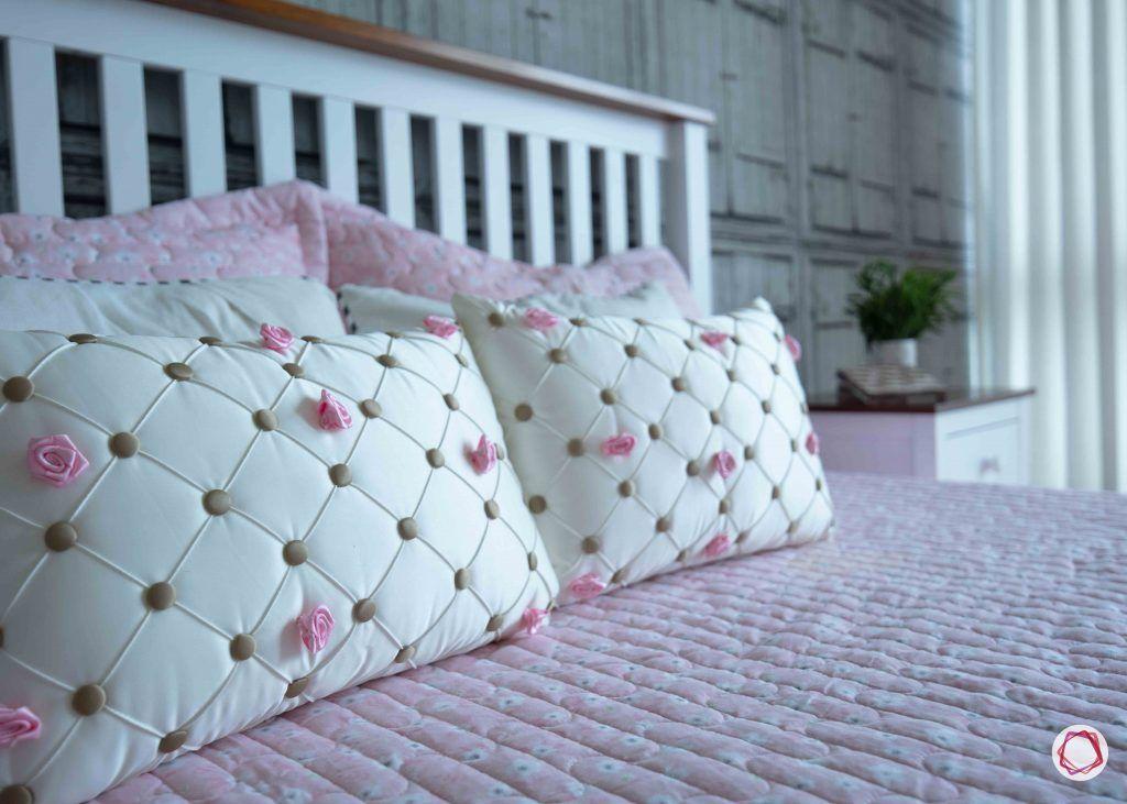 Flats in gurgaon_bedroom bed closeup