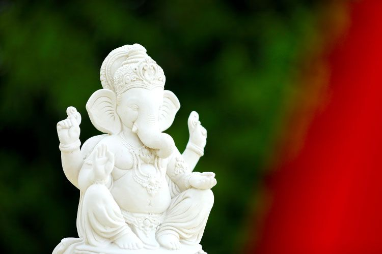 Ganpati murti_white colour_white ganesha
