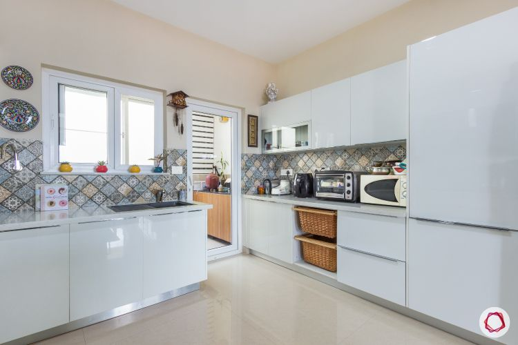 White kitchen designs_moulded tiles 2