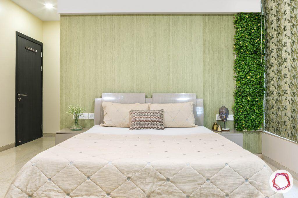 Oberoi esquire_master bedroom bed and vertical garden