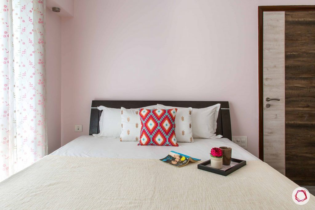pink-white-bed-red-pillow-curtain