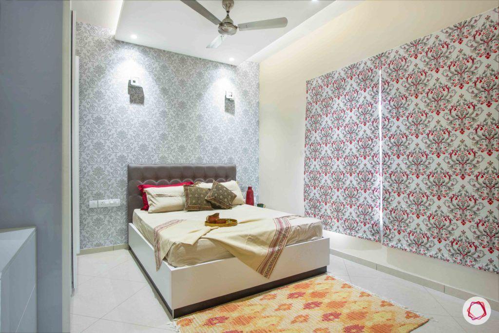 bedroom-printed-wallpaper-blinds