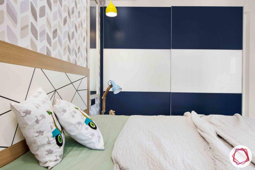 kids-bedroom-blue-lacquered-glass-wardrobe-light