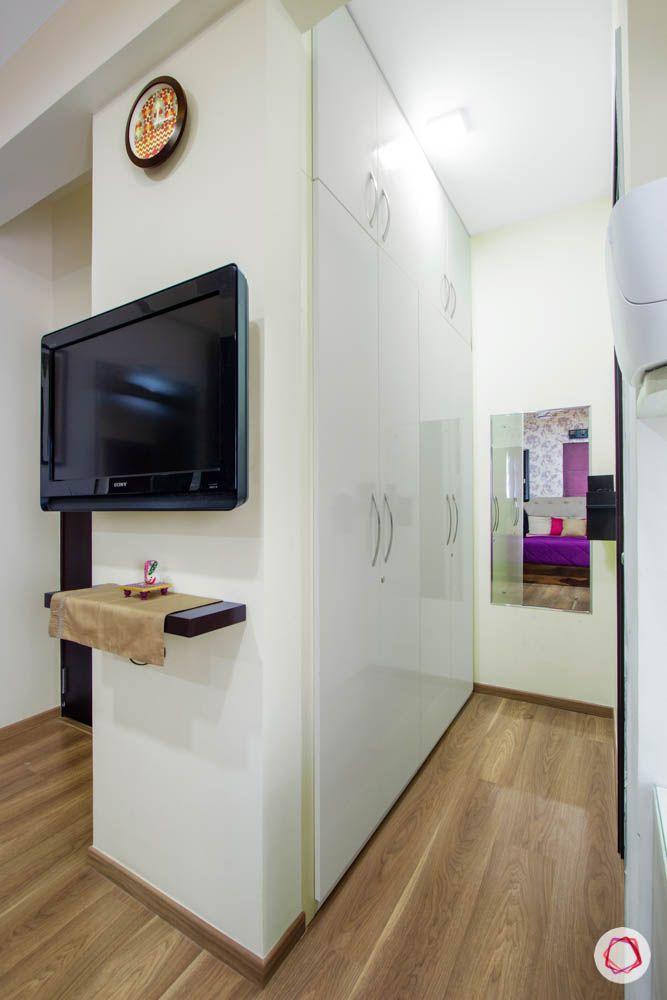 master-bedroom-mirror-walk-in-wardrobe-TV-wooden-flooring