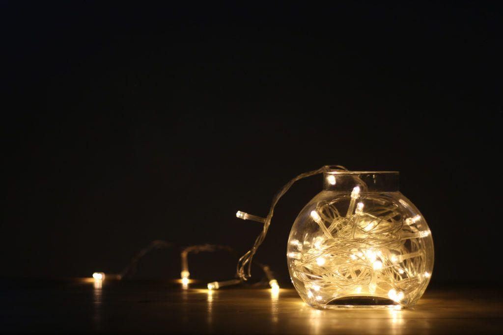 corner light-fairy lights in jar-string light decoration ideas
