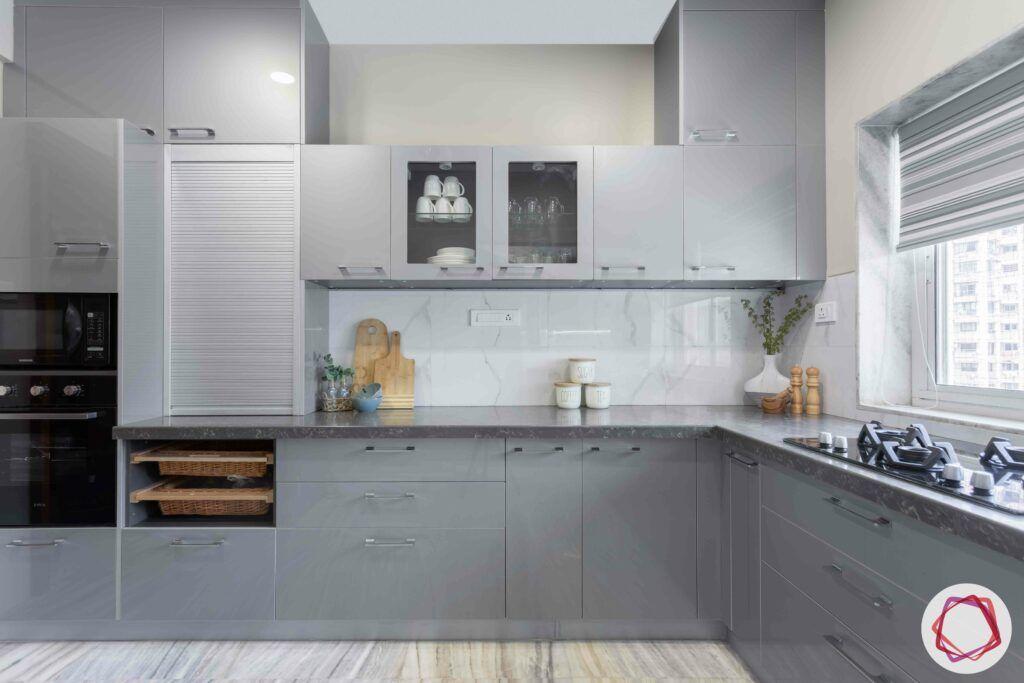 marble-backsplash-grey-kitchen-cabinets-wicker-baskets-stove