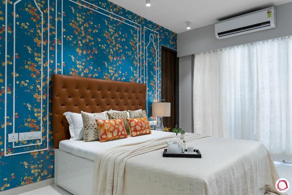 floral-wallpaper-white-trims-bedroom
