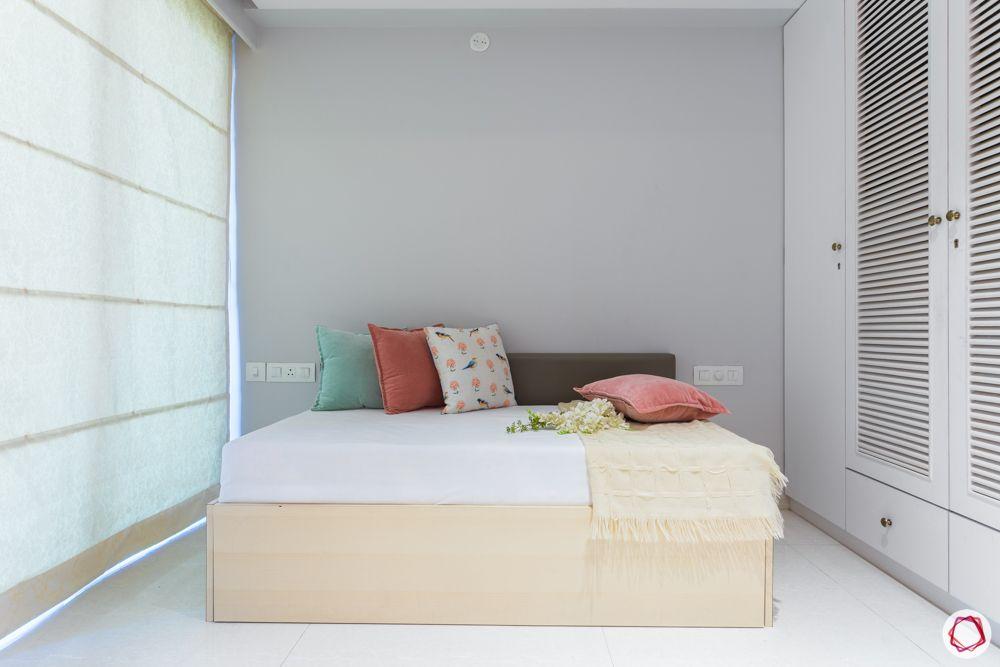 Sofa-cum-bed-pillows