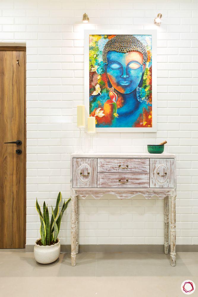 house entrance design_wall decor_wall painting_exposed brick wall_wall lights