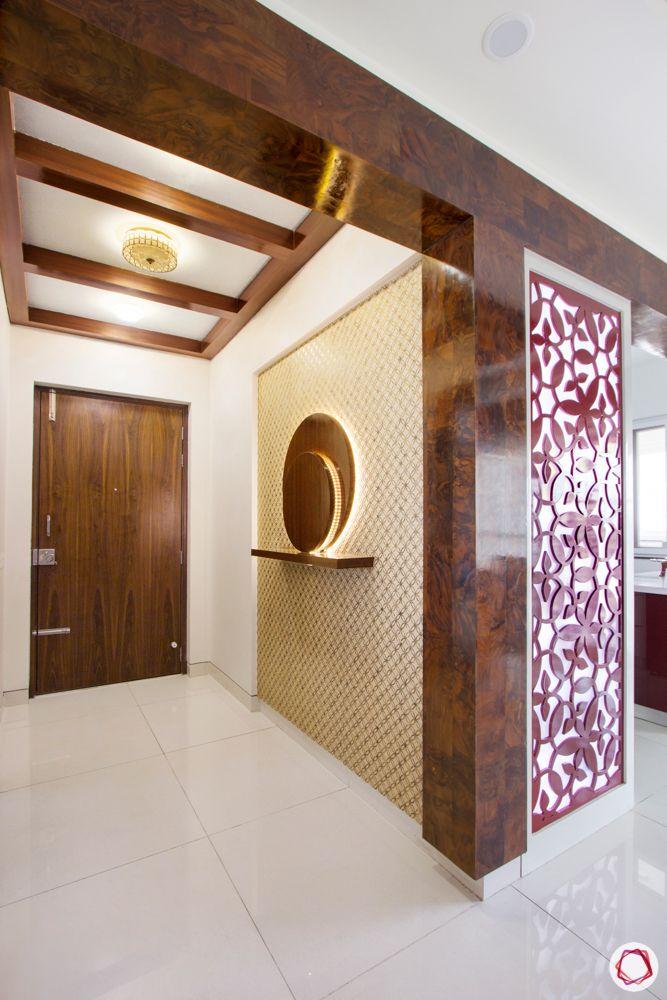 house entrance design_floating shelves_wooden ledge_display rack in foyer