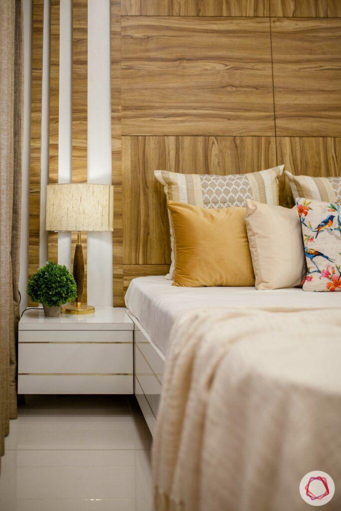 bedside lamp-white bedside table