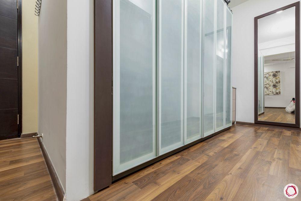 walk-in closet designs-wooden flooring designs