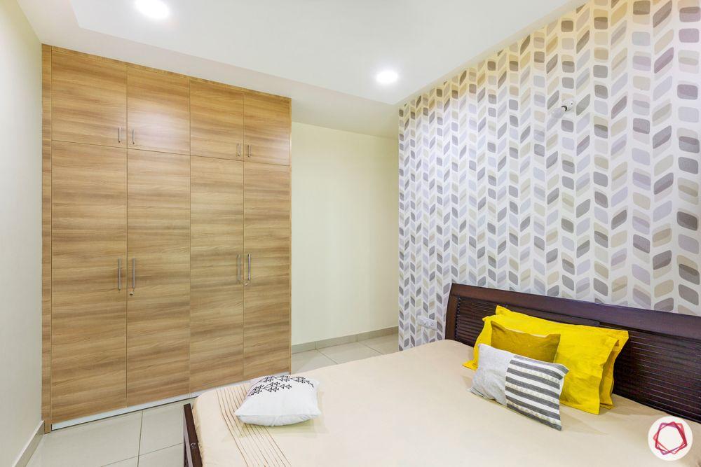minimal-bedroom-wallpaper-laminate-wardrobe
