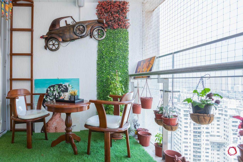 flat balcony ideas-wall art-vertical garden-planters-balcony