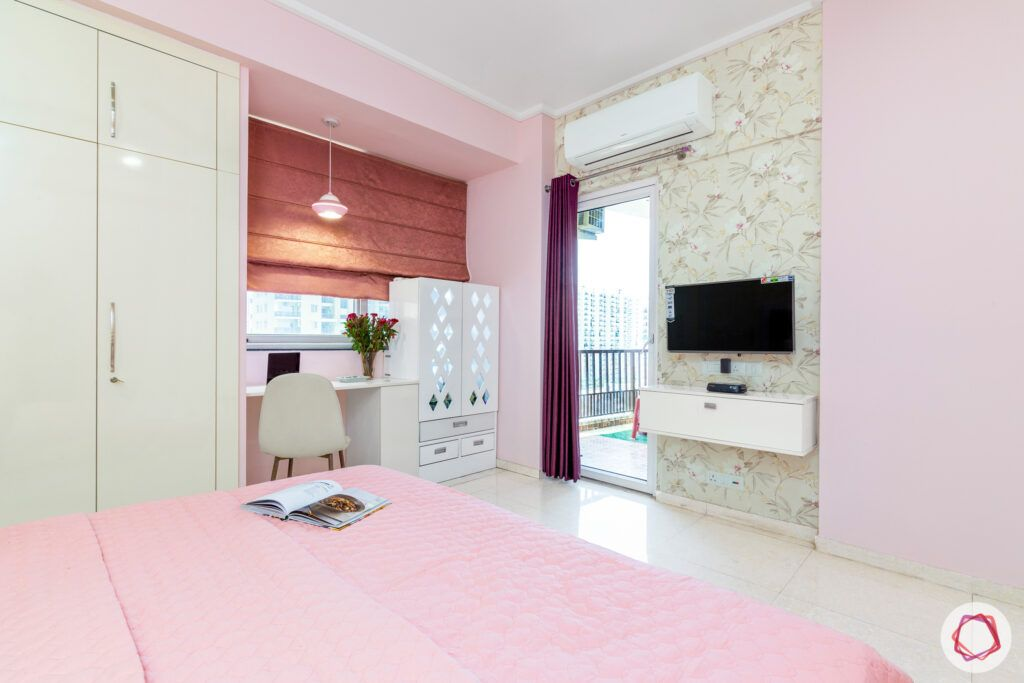 dasnac-pink bedroom-study table-floral-wallpaper