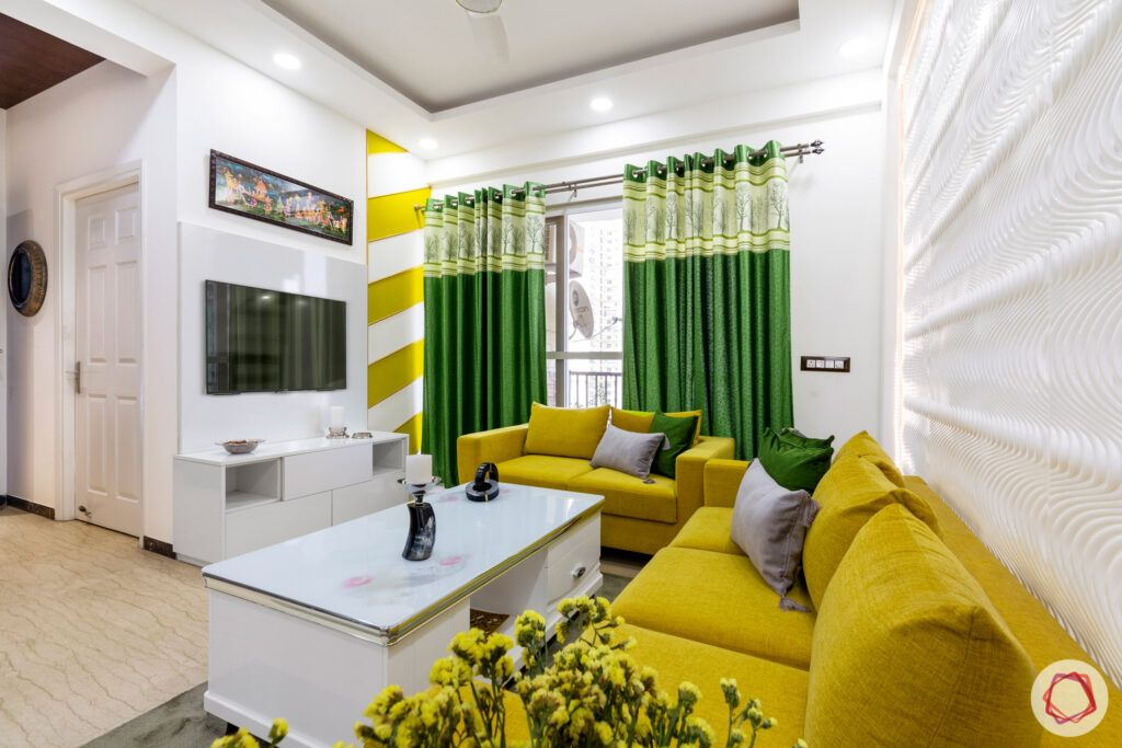dasnac-living-room-yellow panel-green-curtains