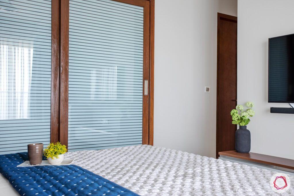 crescent-bay-parel-master-bedroom-wardrobe-glass