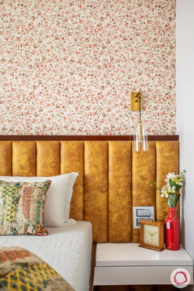 bedroom-wallpaper-headboard-tan