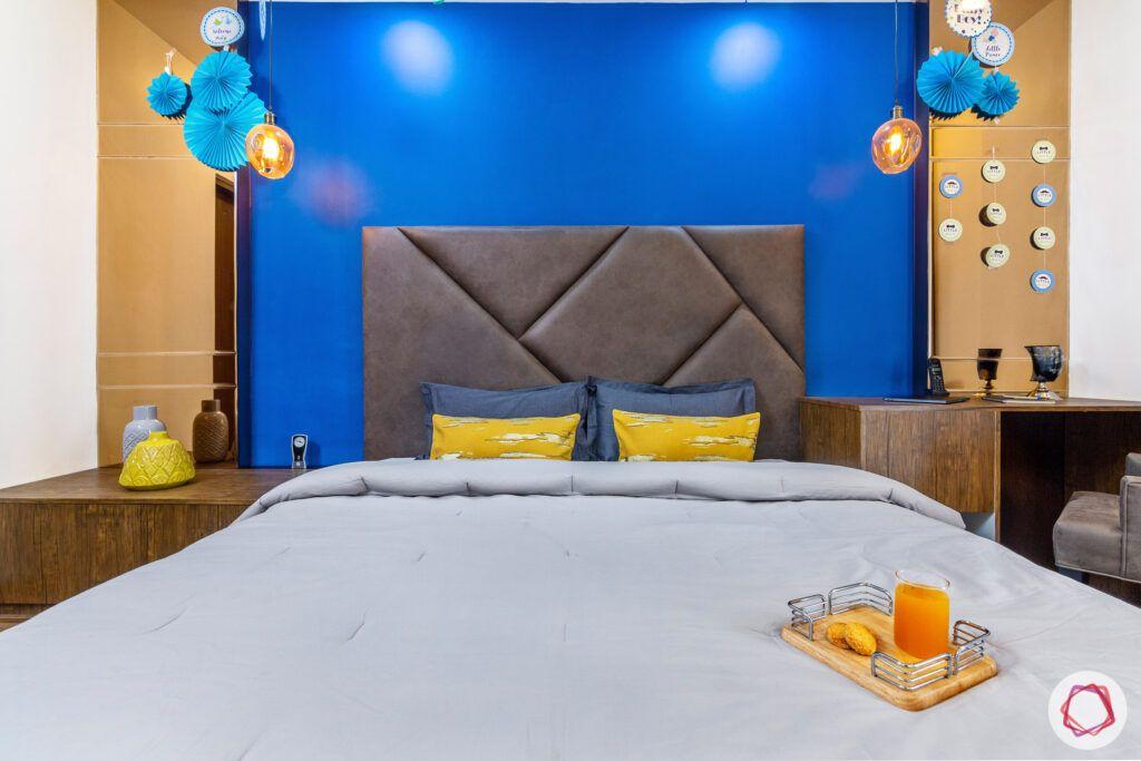 blue wall ideas-tinted mirror panels