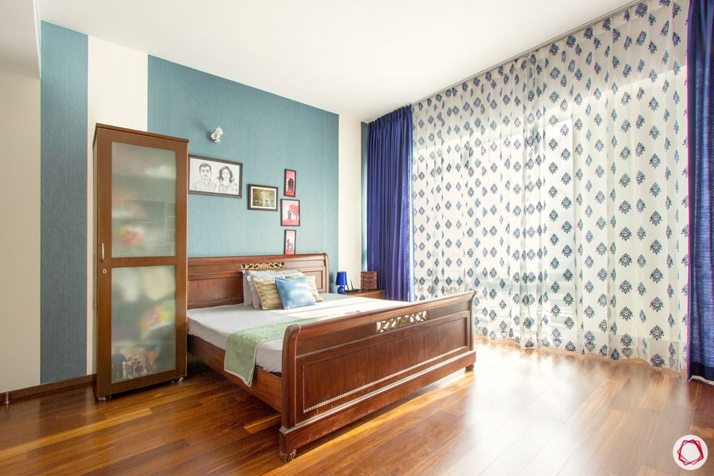 guest-bedroom-blue-grey-wallpaper-curtain-wood-bed