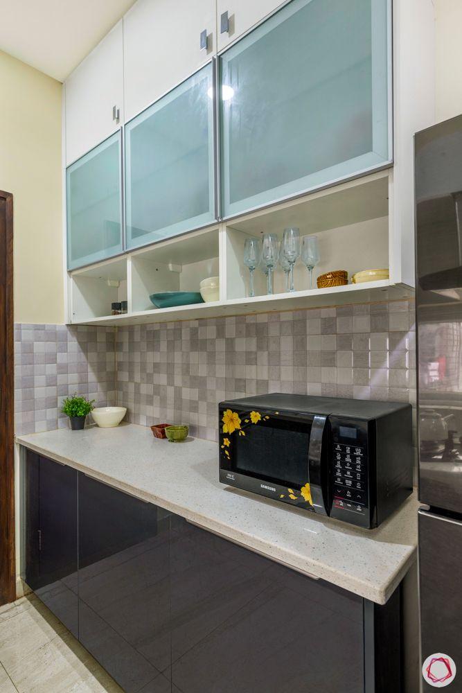hallmark-tranquil-kitchen-glass-shelves-open-shelves