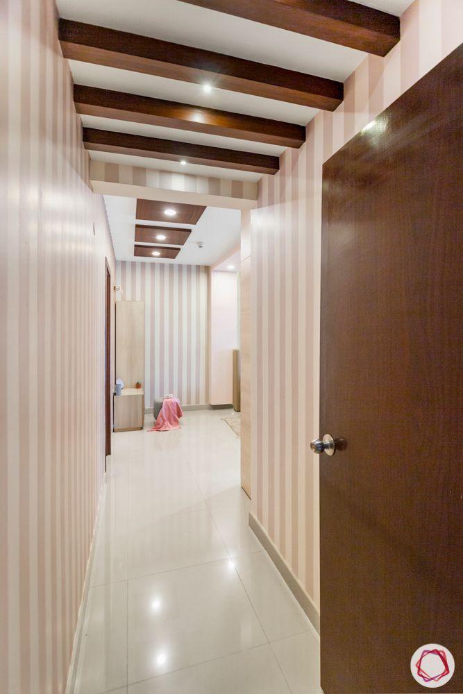 master-bedroom-wooden-rafters