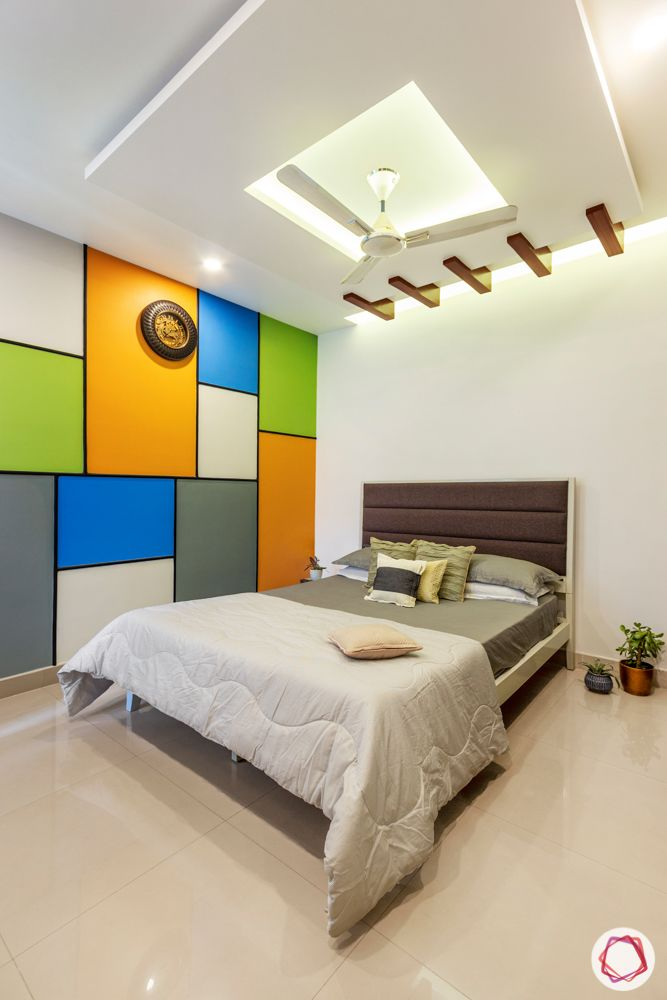 guest-bedroom-false-ceiling-box-wooden-rafters-colourful-wall