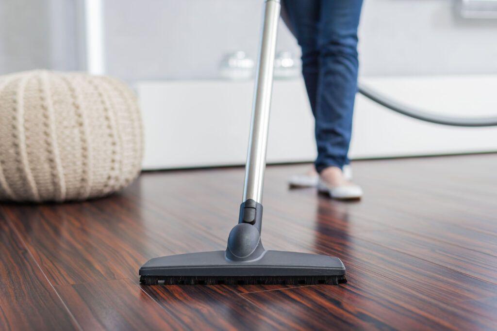 wooden flooring designs-vacuum cleaning floor-pouf designs