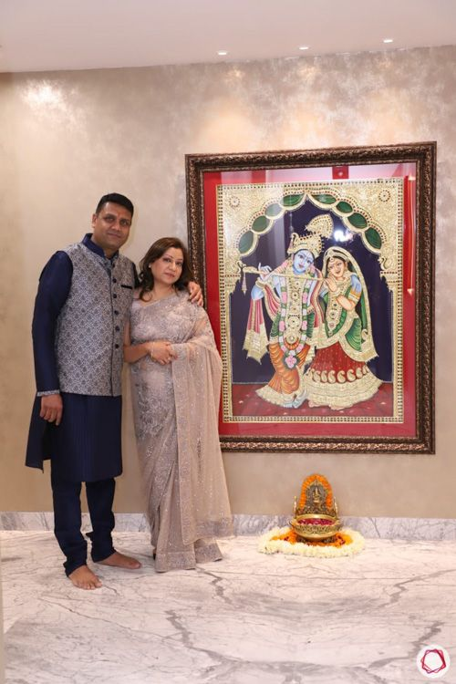 4 bhk flat-foyer-couple-tanjore painting