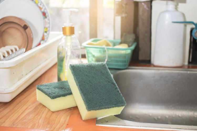 kitchen cleaning tips-sponge and dishcloth