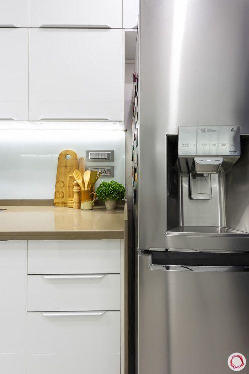 white-modular-kitchen-white-backsplash-back-painted-glass