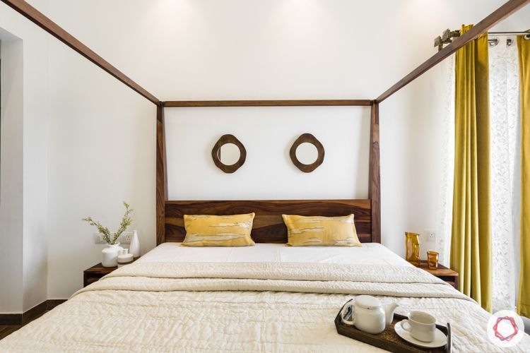 master-bedroom-mirrors-four-poster-bed