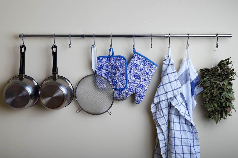 kitchen-organisation-ideas-kitchen-storage-rods-hooks